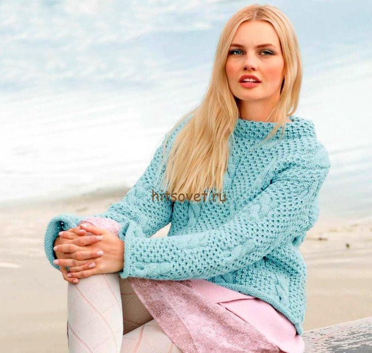 Голубой пуловер с косами