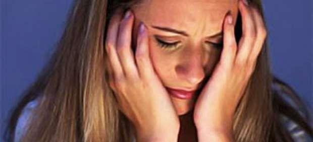 Cuando disminuye la actividad de la #tiroides los afectados pueden sentir tristeza y fatiga, además de #engordar sin motivo. El hipotiroidismo, también puede provocar dolores musculares, somnolencia, caída del cabello, pérdida de memoria, sordera, estreñimiento e intolerancia al frío. #salud