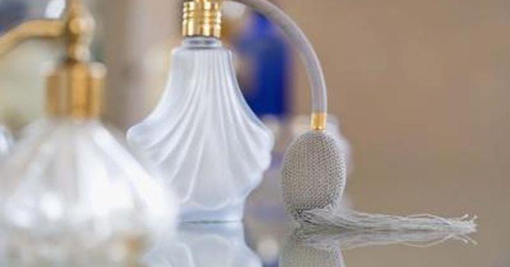Cómo comprar aceites esenciales para preparar colonias o perfumes. Preparar tu propio perfume o colonia en realidad es muy sencillo. Lo que confunde es elegir los aceites. Esta es una guía sencilla para ayudarte a aprender a comprar aceites con el fin de preparar colonia o perfume.