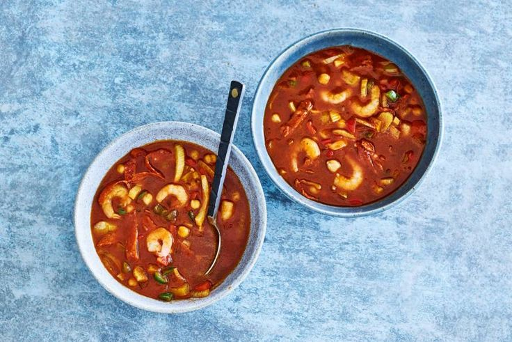Een verrassende maaltijdsoep met chorizo en garnalen. -Recept- Allerhande
