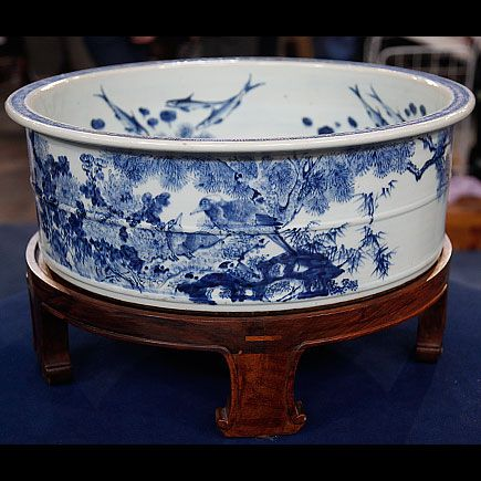 Chinese Blue & white porcelain foot bath basin and stand, circa 1800
