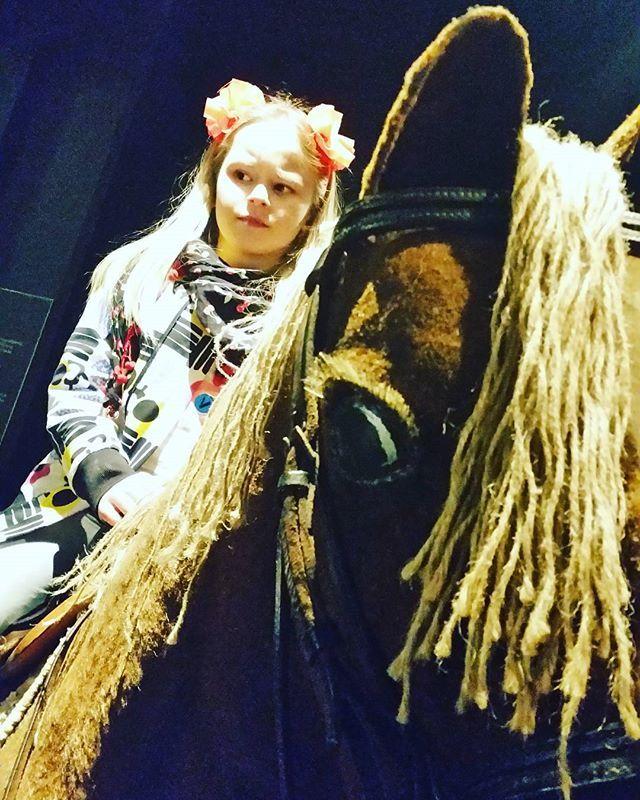#pelottava ja #epäilyttävä #postiratsu #postimuseo #vapriikki #scary #suspicious #horsebackrider #tampere #finland