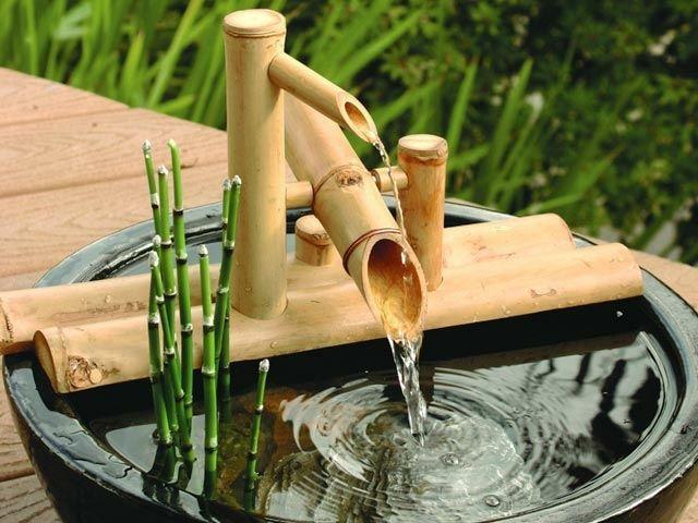schöner Garten gestalten Zimmerbrunnen Balkon Bambus