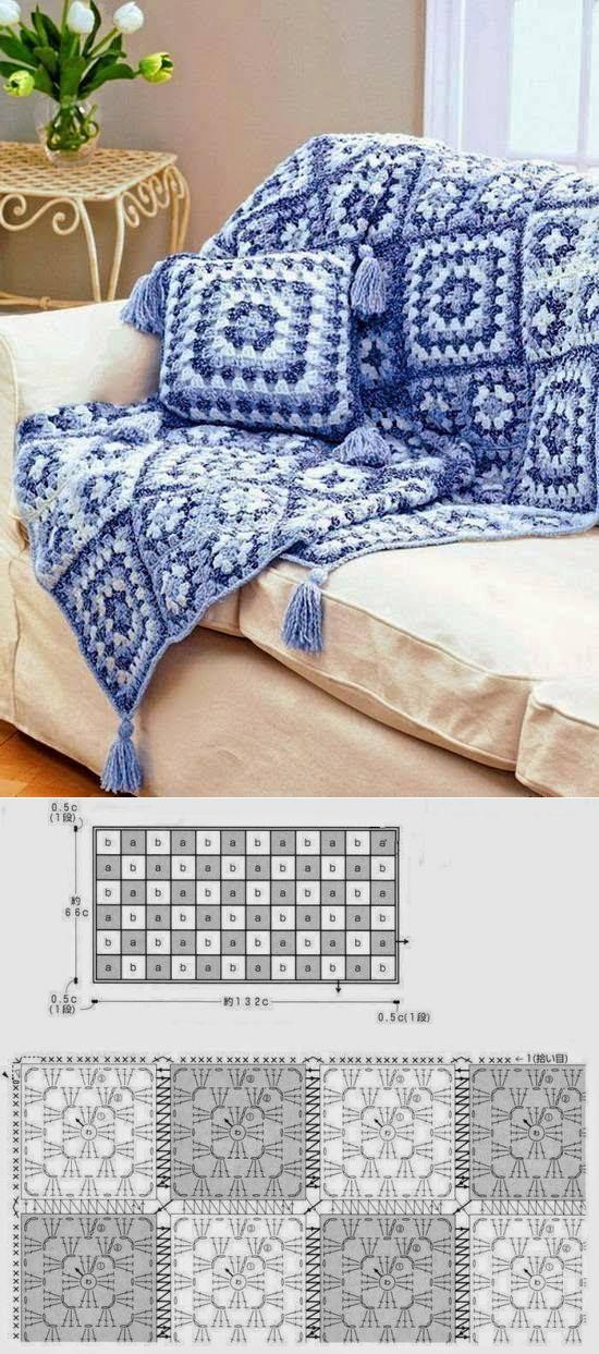 Вязанный плед ключком со схемой вязания. Белый, голубой и синий цвет.