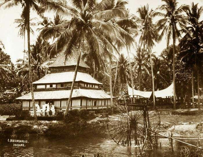 1892-1922. A mosque in Payakumbuh, West Sumatra.