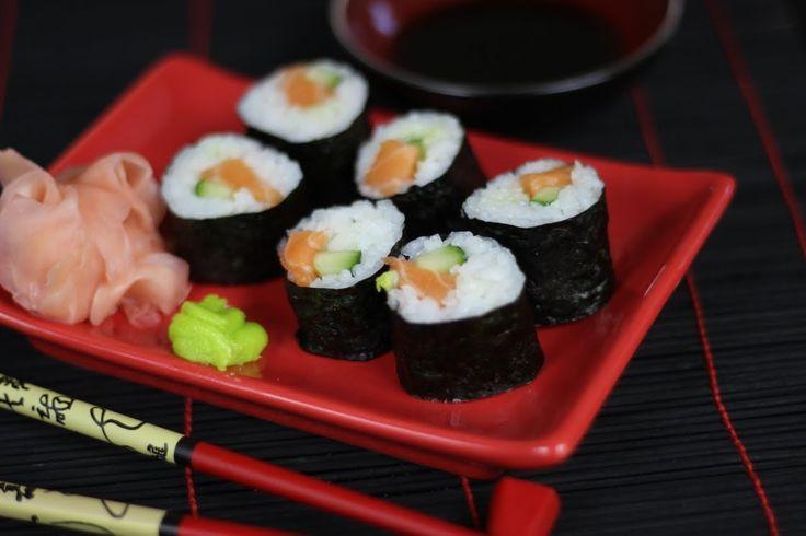Oryginalny Przepis Video na Sushi Maki z Łososiem - prosty w przygotowaniu przepis na japońskie sushi, który może zmienić Twoje kulinarne życie :) Obejrzyj Video i zostaw nam komentarz :)
