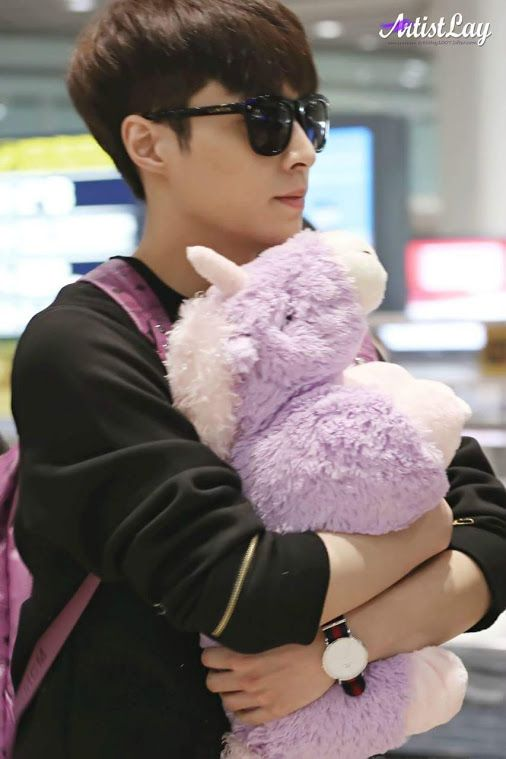 Lay oppa at the airport!! ❤❤ Look how he's holding his stuffed unicorn, he must…