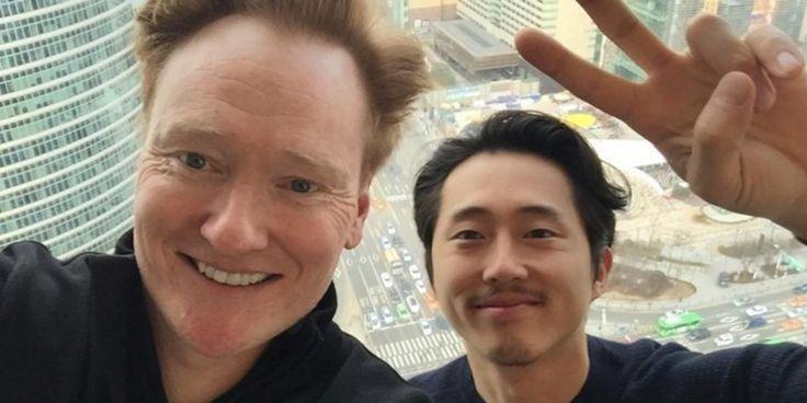 14일 인천공항으로 입국해 4박5일 간의 일정을 진행 중인 코난 오브라이언이 16일 아침 '서울에서 함께 놀 친구' 사진을 올렸다.       내 친구 #스티븐��