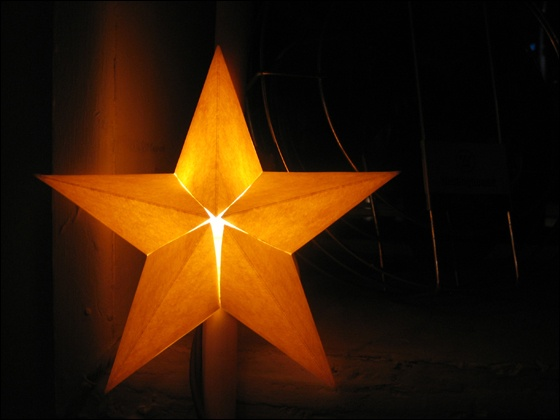 How-to for making mini paper stars that fit over string lights.