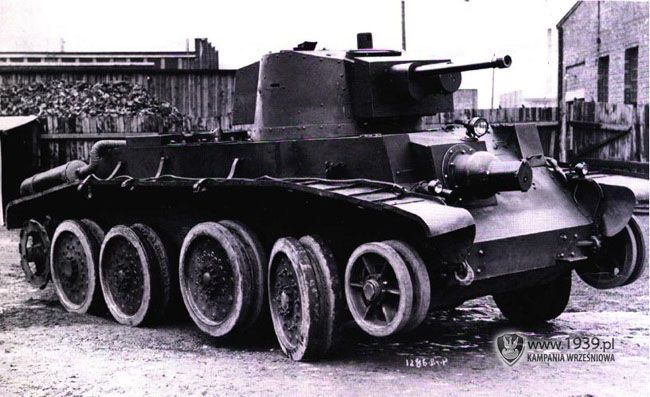 10TP - Polish prototype of fast tank, based on Christie's chassis. Never left…
