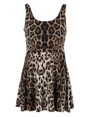 Opt for a fun, flirty look with this Sleeveless LeopardPrintDress by Jo Borkett. This seductive mini dress features a bold print, a scoop neckline and a cinched waist creating an hourglass shape, showing off your natural curves. Team this dress up with a pair of beige platform heels, a gold bracelet and clutch for a stunning night out on the town.
