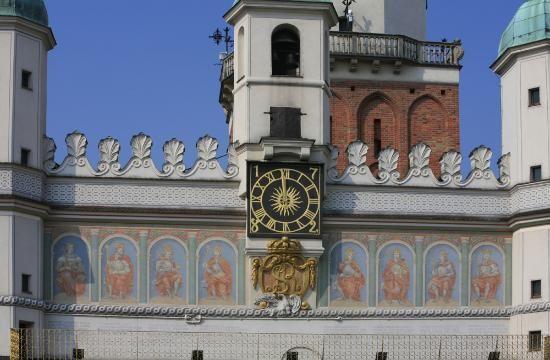 ratusz-fasada-galeria-wladcow-z-dynastii-jagiellonskiej,pic2,1121,32,19235,show2.jpg (550×360)