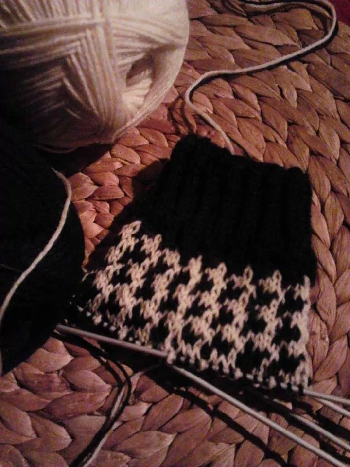 Socken im Hahnentrittmuster