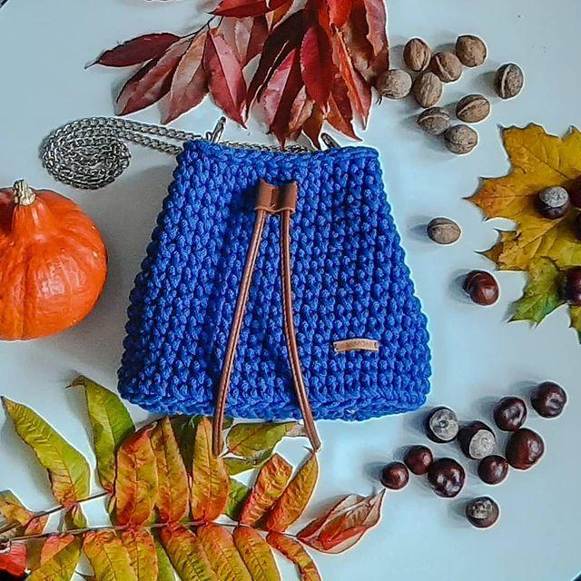Mimomi Torebki Ze Sznurka Na Instagramie W Otoczeniu Jesieni Chabrowa Torebka Worek Prezentuje Sie Jej Tak Skromnie To Mi S Bucket Bag Bags Fashion