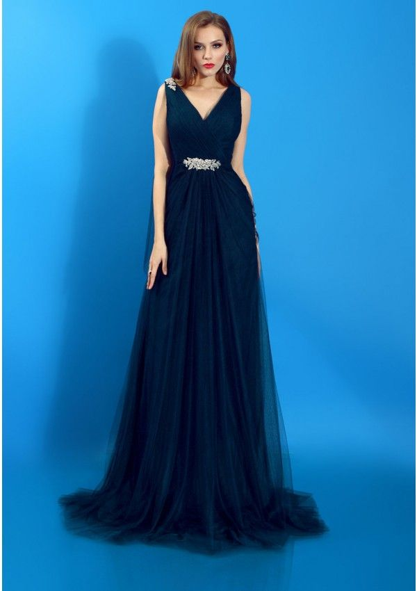 Be feminine and mysterious with this gorgeous long evening gown by Bien Savvy. Let the soft tulle and satin be your allies for an elegant and classy evening look. The delicate decoration made of crystals and beads as well as the shoulder scarf make this dress a perfect ladylike choice.