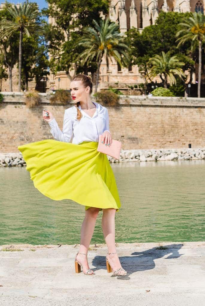 Fusta clos lemon Spring: este potrivita atat intr-o tinuta eleganta, cat si intr-o tinuta casual.