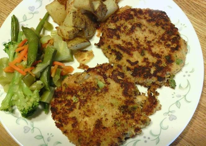 Chicken of the Sea Simple Salmon Cakes Recipe by jedwards.cna - Cookpad