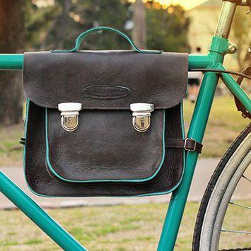 DELFINGALLO Bolsos y accesorios de cuero para el ciclismo urbano que se destacan por su calidad y diseño. http://charliechoices.com/delfingallo/