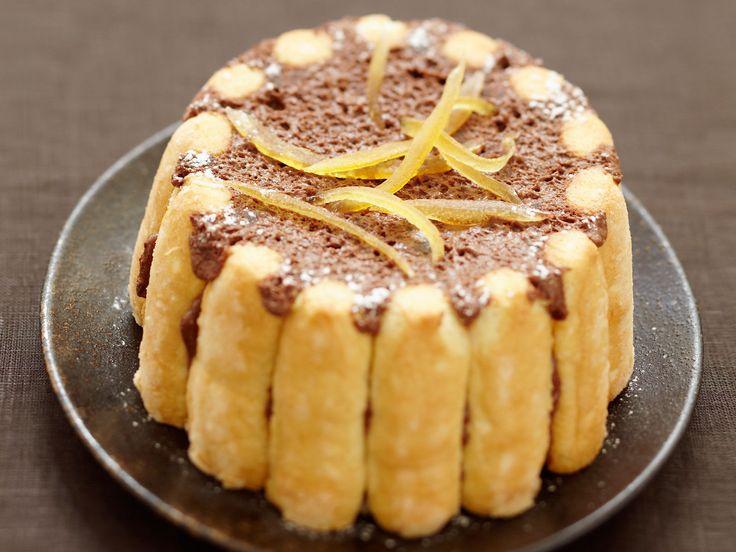 Découvrez la recette Charlotte au chocolat et à l'orange sans oeufs sur cuisineactuelle.fr.