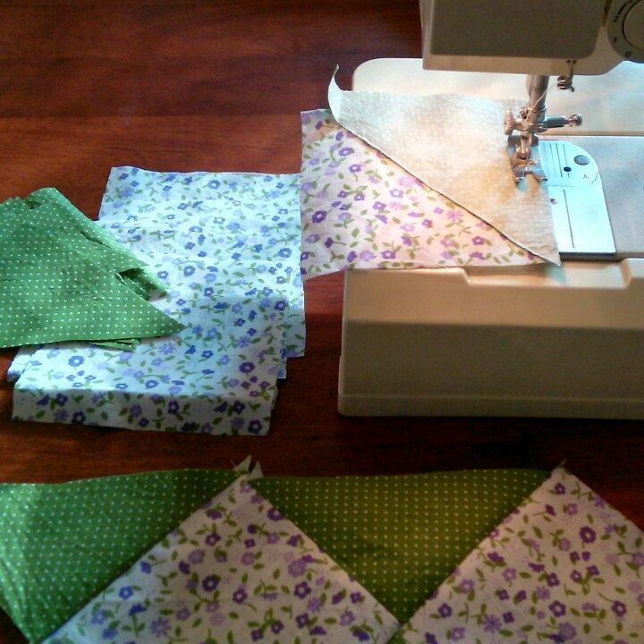 New patchwork blanket or play mat is under production. I find very exciting to combine purple and green.