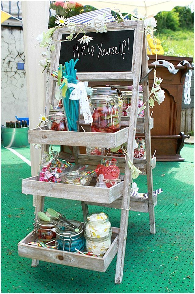 Mesas dulces ubicadas en escaleras, genial. #MesasDulcescali