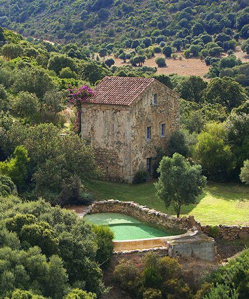 Le Domaine de Murtoli de location de maisons en Corse du Sud et ses restaurants   Vogue