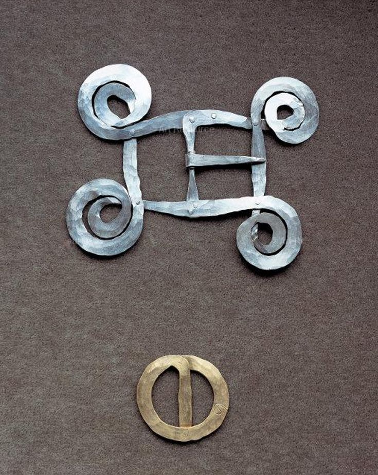Belt buckles | Alexander Calder.  a) Silver wire, ca. 1940 and b) Brass wire, ca. 1950 || Photo Credit: Calder Foundation, New York