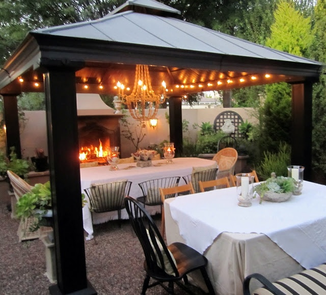 I love this pretty outdoor eating area!