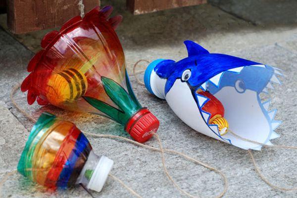 Estamos en una época en la que hay que mirar por el Medio Ambiente, reciclando todo lo posible para evitar contaminar, y aquí os vamos a dar unas cuantas ideas para reutilizar las Botellas de plást…