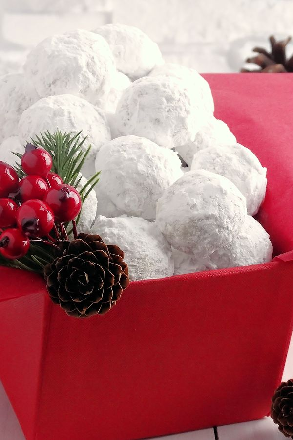 Snowball Christmas Cookies ~ Simply the BEST! Buttery, never dry, with plenty of walnuts for a scrumptious melt-in-your-mouth shortbread cookie (also known as Russian Teacakes or Mexican Wedding Cookies). Everyone will LOVE these classic #Christmas cookies!