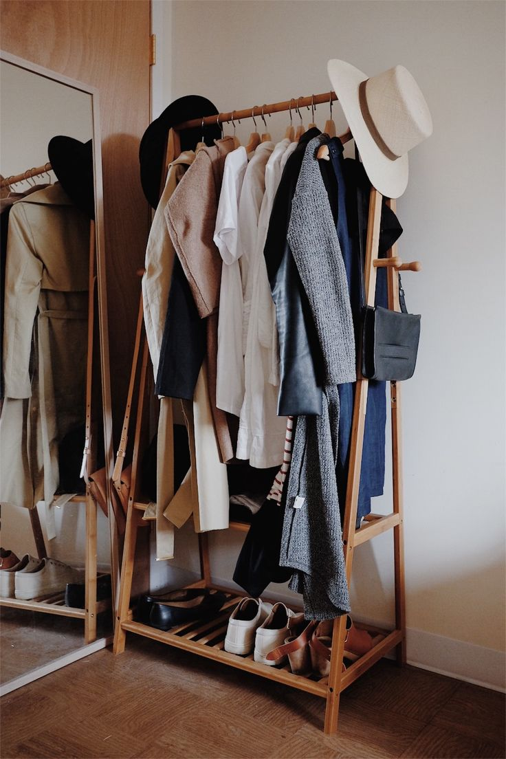 73 best Capsule Wardrobe images on Pinterest | Capsule wardrobe ...