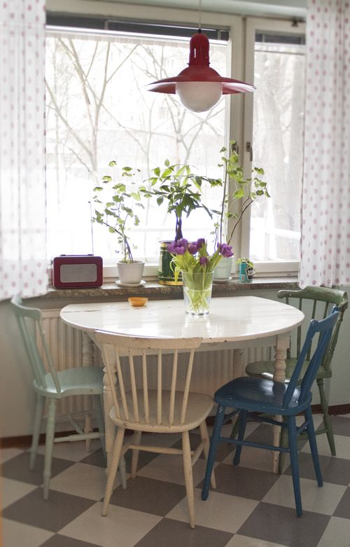 Cocina_Vintage.  I'm going to be painting my old dining room table and chairs soon. Maybe a different color for each!