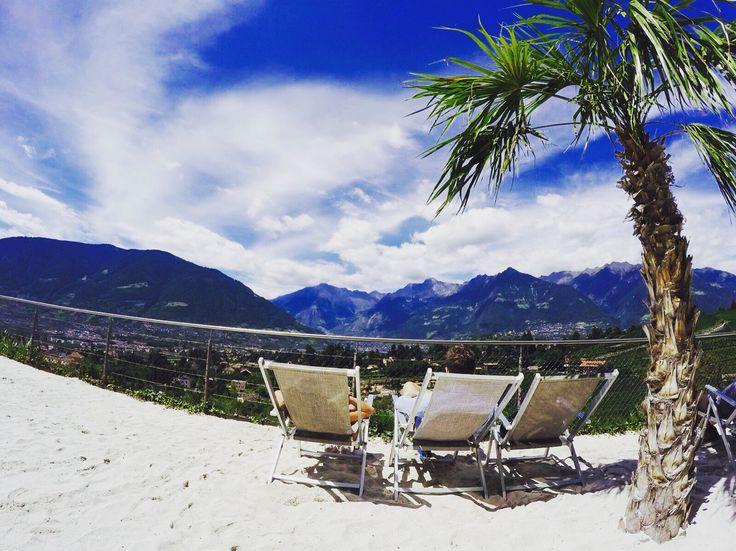 Merano, spiaggia di palme nei giardini di Sissi
