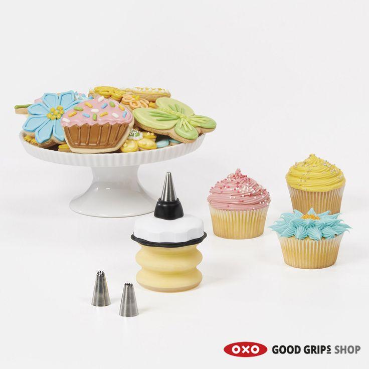 Driewerf #hoera! Het is #feest. Daarom maken we vandaag de mooiste rood-wit-blauwe cupcakes. Hoera Hoera Hoera!  #cupcake #bakken #decoratie #taart #gebak #oxo
