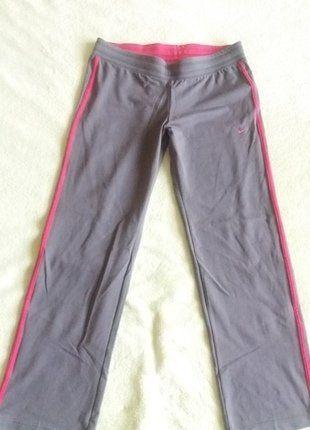 Kupuj mé předměty na #vinted http://www.vinted.cz/damske-obleceni/sportovni-obleceni-kalhoty/13795983-sede-teplaky-nike
