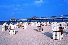 Über 40 Kilometern feiner, weißer Strand und ca. 2.000 Stunden Sonne im Jahr: Badeinsel Usedom.