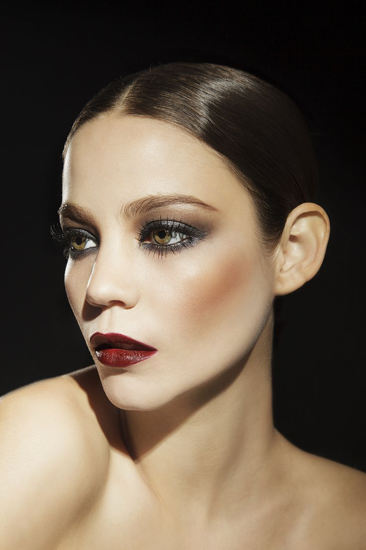 Campaña Bendito Make Up ph COCORA modelo Camila Santos The look: burgundy lips, brown – grey soft smokey, wet look. #winter #beauty