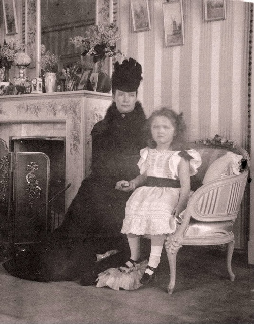 A rare photo of Dowager Empress Marie Feodorovna with her granddaughter Grand Duchess Olga, 1899