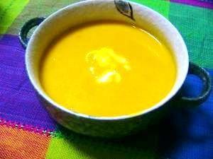 「ミキサー使わず★お手軽パンプキンスープ」家で食べるなら、わざわざミキサー使わなくても、うらごししなくても十分だと思います。かぼちゃの自然な甘さが美味ですよー。【楽天レシピ】