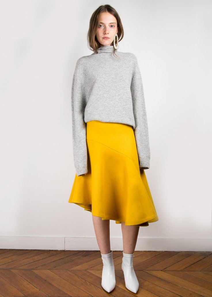 "#newarrivals #lemon #yellow #wool #asymmetrical #ruffle #midiskirt #thefrankieshop #frankienyc #frankiegirl Heavyweight Wool Midi Skirt w/Asymmetrical Hem  Side Zip Closure. Lined Wool Blend 24"" Shortest Length, 30"" Longest Length, 26"" Waist Dry Clean Imported"