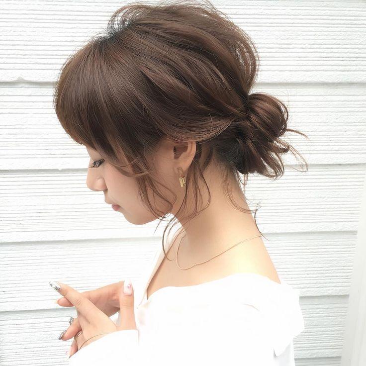 白シャツをおしゃれに着こなしている女性って素敵!そんな女性を目指して、白シャツに似合うヘアアレンジに挑戦してみませんか? カリスマ美容師さんの簡単ヘアアレンジで、一気におしゃれ見えを叶えましょう。