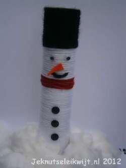 winterknutsel sneeuwpop van keukenrol