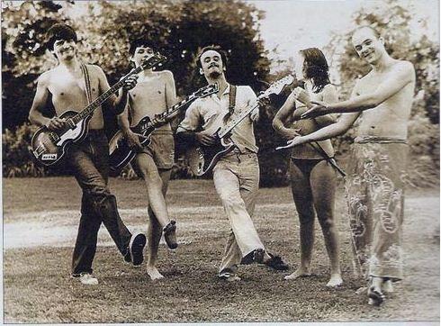 Primera formación de Sumo: Luca Prodan, Alejandro Sokol, Ricardo Curte, Stephanie Nuttal y Germán Daffunchio, año 1982.