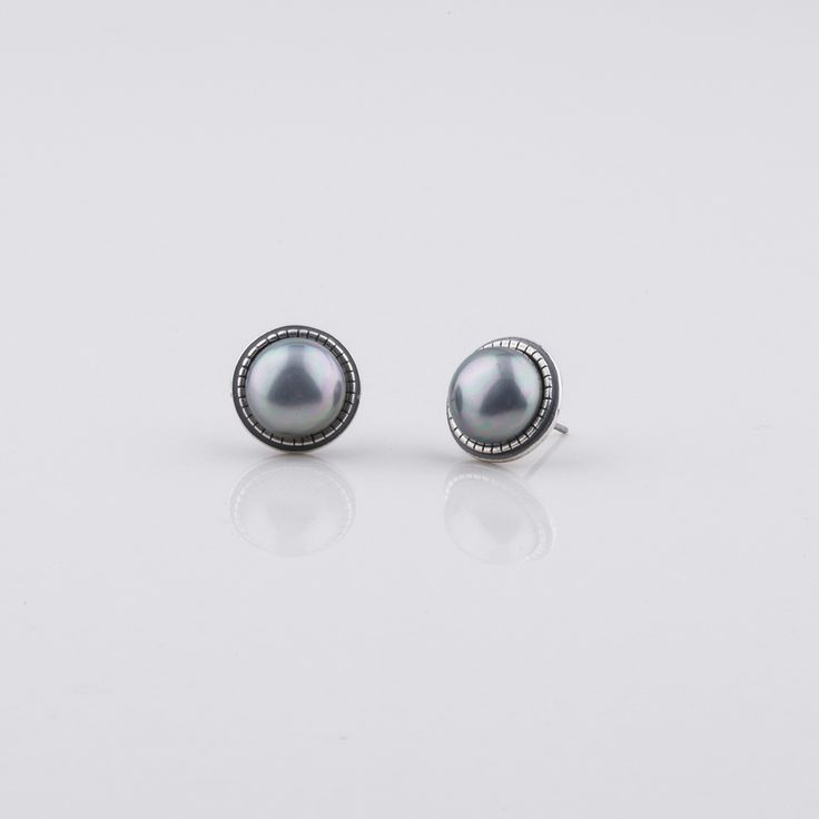 #miglio E2762 Grey shell #pearl #stud #earrings with detailed edge - www.miglio.com