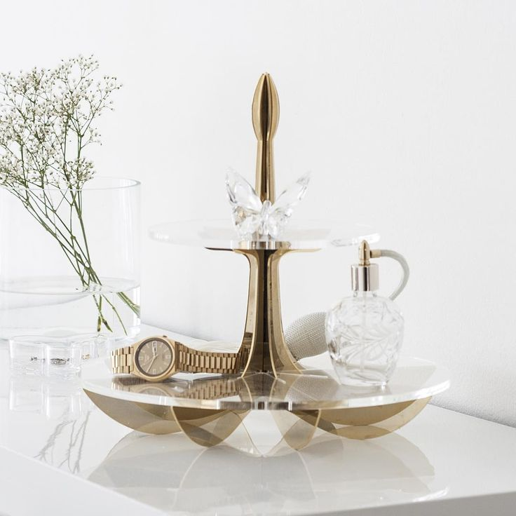 Enjoy today! #newweek #monday #gold #white #beandliv #lilycakestand #swarovski #swarovskicrystals