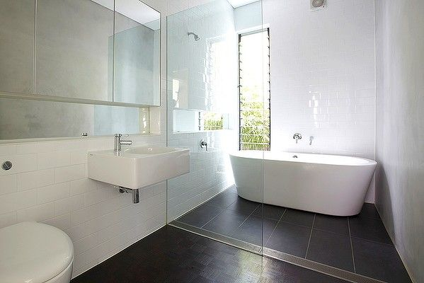 bathroom of a renovated Californian bungalow features clean lines and louvred window