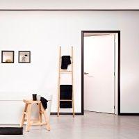 Contorno porta, Cornici e Battiscopa Black consentono di definire i vostri ambienti interni.