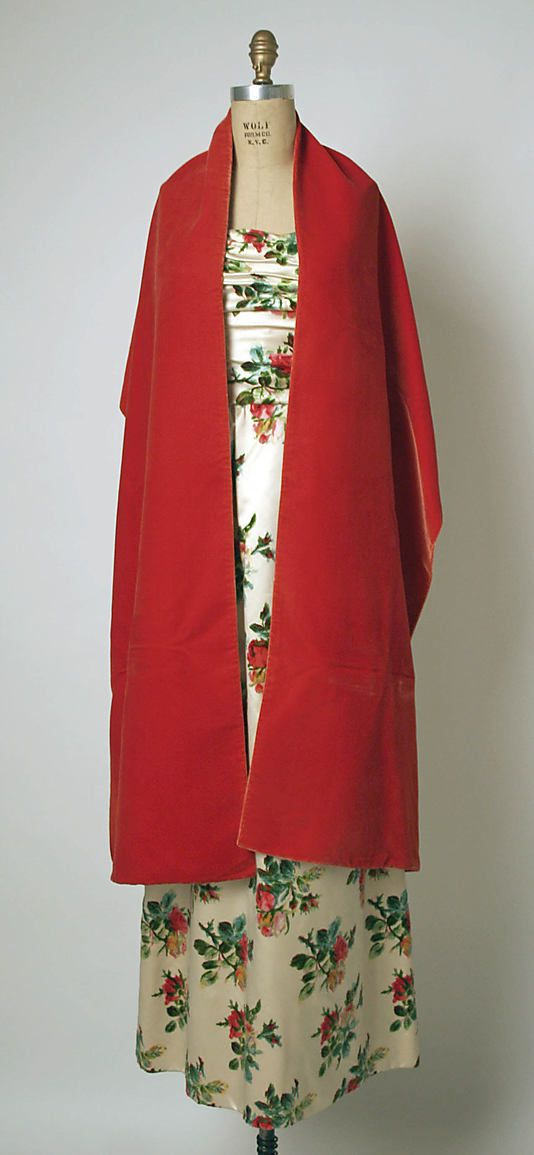 Evening ensemble House of Balenciaga  (French, founded 1937) Designer: Cristobal Balenciaga (Spanish, 1895–1972) Date: ca. 1960 Culture: French Medium: silk Dimensions: Length at CF (a): 51 3/4 in. (131.4 cm) Length (b): 95 in. (241.3 cm) Credit Line: Gift of Louise Rorimer Dushkin, 1980