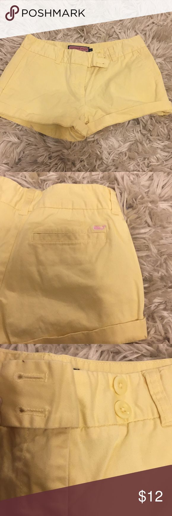 Vineyard Vines women's yellow shorts size 0 Amazing for summer or anywhere warm! Zip up/bottom front vineyard vines shorts yellow with front and back pockets size women's 0 newly worn! No stains or tears Vineyard Vines Shorts
