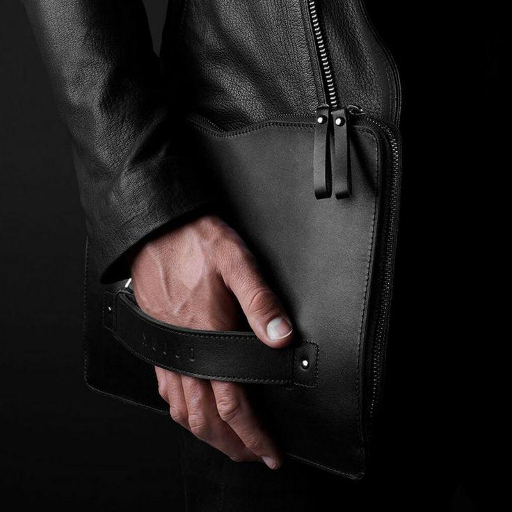 Travel in style with the Mujjo carry on folio sleeve #lifestylestore #macbook #mujjo #sleeve #style #luxurytravel https://goo.gl/jyWzx8